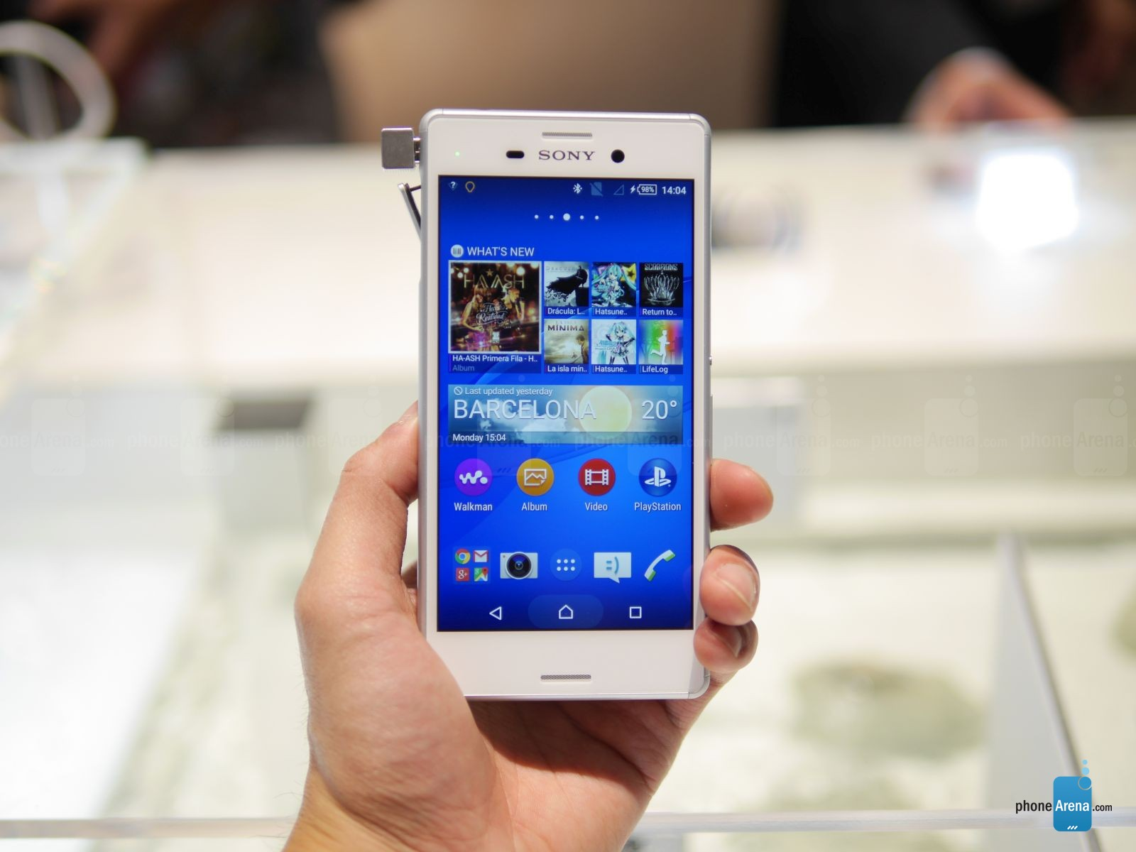 Sony-Xperia-M4-Aqua-hands-on 2