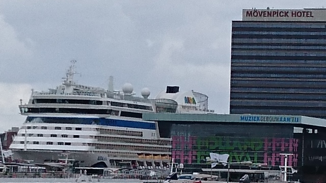Sony Xperia Z3 - Amsterdam Cruise Ship - 15.5MP ISO 50 CROP original