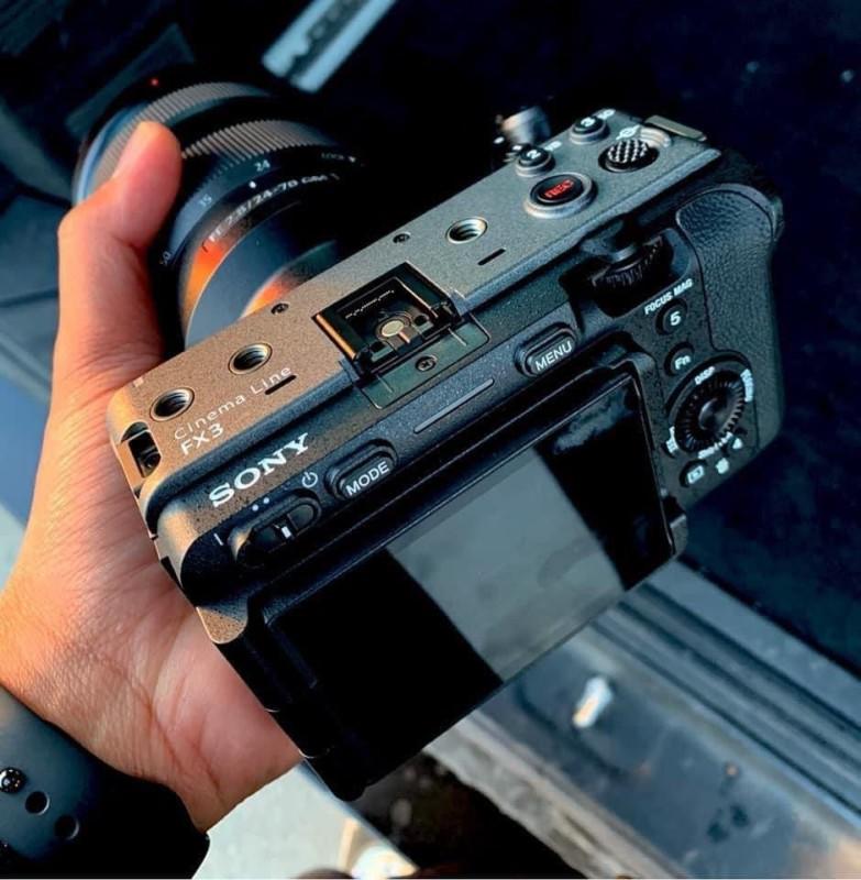تصاویر لو رفته از دوربین جدید سونی FX3 وعده یک محصول بدون آینه مخصوص فیلمبرداری را می دهند